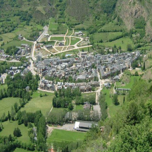Benasque_(Huesca)_viewed_from_E_2011
