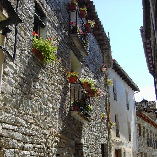 Boltaña_-_Casa_con_flors_á_os_balcons