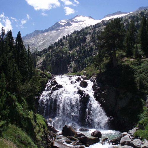 Cascada_Aigualluts_y_Aneto